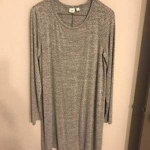 Sweater dress in gray and black.